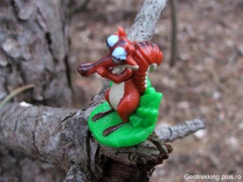 Veverita Scrat din Ice Age, jucarie gasita intr-o geocutie